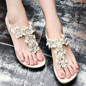 New Flower Flat-soled Women's Shoes Focus on Large Size Women's Shoes Apricot