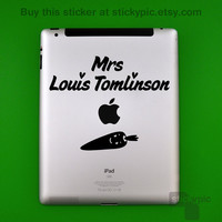 iPad - Mrs Louis Tomlinson - One Direction - (Laptop Sticker 1D Wall Sticker Decal PC Apple Macbook Mac Geekery)