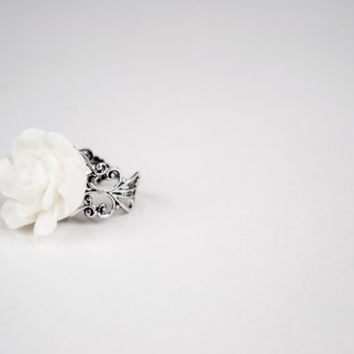 Beautiful Large White Flower - Adjustable Ring