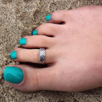 Vintage look sterling silver toe ring checker design toe ring adjustable toe ring (T- 49) knuckle ring