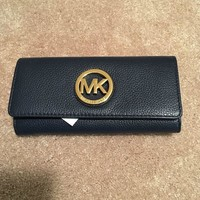 MICHAEL KORS NAVY LEATHER CONTINENTAL FLAP WALLET W/ GOLD TONED MK ON FRONT