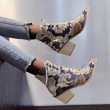 Women's Beauty Boots New Retro National Wind Pointed Thick With Lace Embroidery Boots Women's