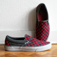 Vans red and grey checkerboard slip-on sneakers, casual vintage skate shoes, size 43 (US Men's 10, US women's 11.5, UK 9)