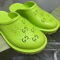 Gucci raised hollow slippers