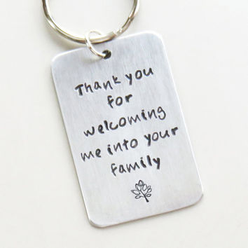 Father-in-law gift Mother-in-law family tree wedding gift - Thank you for welcoming me into your family keychain - Gift for in-laws