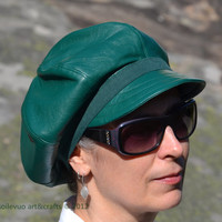 Green leather hat Newsboy cap Autumn style headpiece Gorgeous duchesse satin lining Adjustable size Emerald color