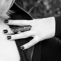 Phase | Armour Ring in Black - Trickery
