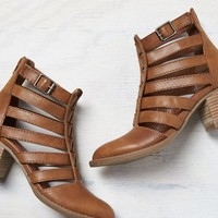 AEO Women's Strappy Cutout Bootie (Washed Tan)