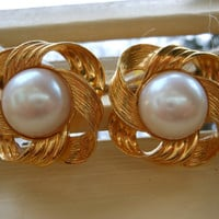 Avon Earrings Gold Tone Metal Knots Faux Pearl Stud Post Retro High Fashion Statement Art Deco Retro Jewelry Womens Vintage Mother's Day