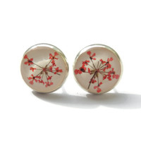 Dried Queens anne's flowers stud earrings, Red ear studs resin, Pressed flower jewelry, Gift for nature lover