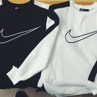 Love-Q168 NIKE Splicing hook embroidery restoring ancient ways is black and white color matching couples add wool fleece men and women