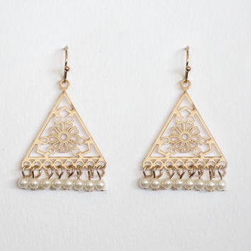 Nirvana Pearl Earrings In Gold