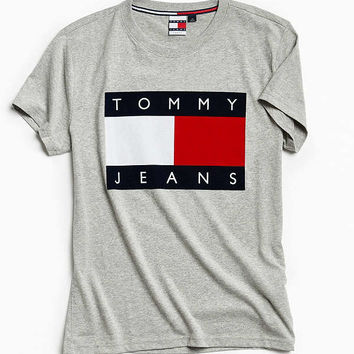 Tommy Jeans '90s Flocked Logo Tee | Urban Outfitters