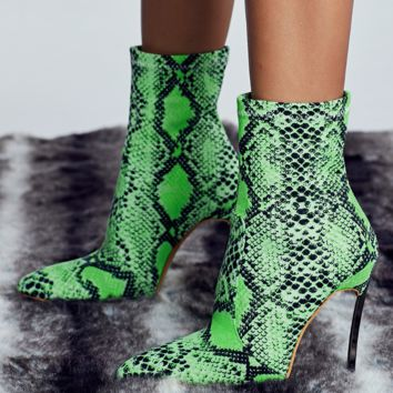 New women's boot with fluorescent tip, thin heel and high heel