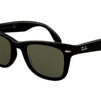 Look who's looking at this new Ray-Ban Wayfarer Folding Classic