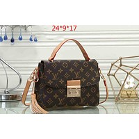LV 2019 new classic old chess board men's handbag shoulder bag coffee print