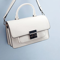 TOTE WITH METAL CLASP