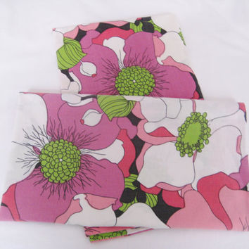 Vintage Pillowcase Set Groovy Poppy Flowers 2 Piece Pillow Slips Standard Size Purple Red Pink Flower Power MOD Kids Bedding Clean USED