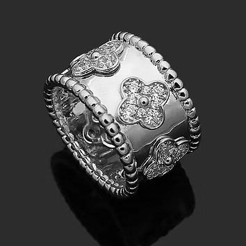 Van Cleef & Arpels Stylish Women Chic Flower Diamond Ring Jewelry Silvery