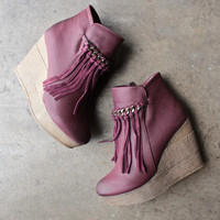 sbicca vintage collection zepp wedge fringe ankle bootie - burgundy