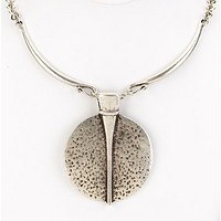 Textured Pendant Collar Necklace