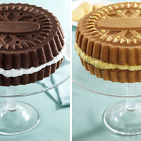 Sandwich Cookie Cake Pans: Bake a cake that looks like a gigantic wafer cookie