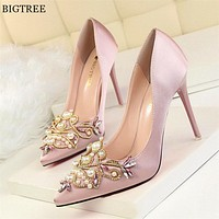 Star Style Women Fashion Pearl Crystal High Heels Shoes 2018 New Women's Sexy Pointed Toe Shallow Solid Silk Elegant Party Shoes