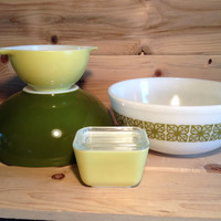 5 Piece Collection Pyrex Verde Square Flowers Green and Yellow Cinderella Bowl 441, 444 Nesting bowl 404 and refrigerator dish 501 with lid
