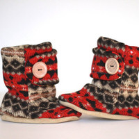 Red Nordic Knit Baby Boots. Booties. Tribal Leather Soled Fleece Baby Booties in Red and Black. Christmas Children Fashion. Winter Fashion.