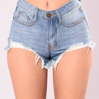 Im So Into You Shorts - Light Wash