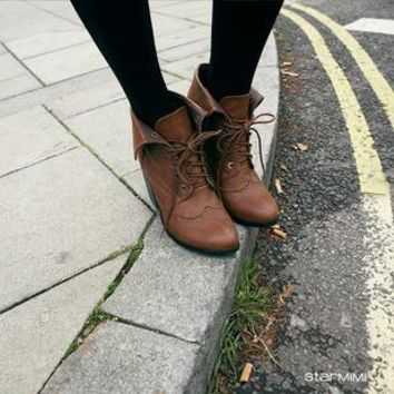 Oxford carved lace -heeled boots