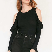 Kimchi Blue Raindrop Ruffle Cold Shoulder Top - Urban Outfitters