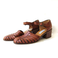 Vintage brown leather woven sandals. Chunky heels + strappy sandals. Buckled sandals. Gladiator leather shoes.