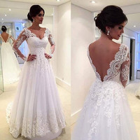 Vintage Long Sleeves Wedding Dresses V Neckline Backless Lace Appliques Court Tain
