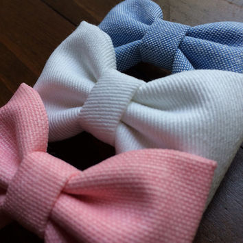 Chambray and white denim beautiful Seaside Sparrow hair bow set. These hair bows make a perfect gift for her.