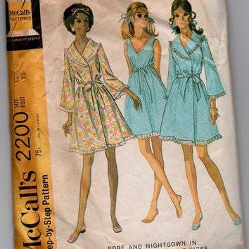 Retro Mod McCall's Sewing Pattern 60s Bathrobe Robe Nightgown Baby Doll Negligee Lingerie Front Wrap House Dress Bust 34 35
