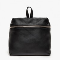 Kara / Backpack in Black Pebble