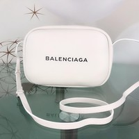 hcxx 1564 BALENCIAGA EVERYDAY Wrestled cowhide camera bag White