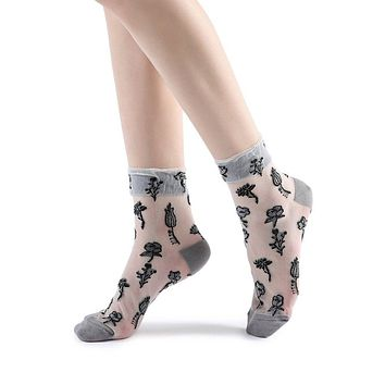 Lady Flora Scallop Sheer Ankle Sock | Grey