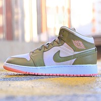 NIKE Air Jordan 1 Mid rabbit starling mid-top basketball shoes   Match colors Pink green
