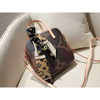 Louis vuitton hot seller of women's printed shoulder bag and fashionable round bag