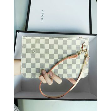 LV tide brand female retro classic old flower checkerboard clutch White check