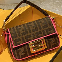 Wearwinds Fendi Explosion Crossbody Bag Double F Canvas Series Canvas Small Size Metal Chain