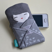FREE SHIPPING! Phone case doll Japanese girl in a gray kimono, small gadget pouch, small pouch.