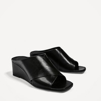 CROSSOVER LEATHER WEDGES DETAILS