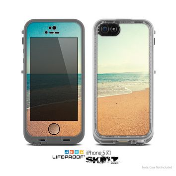 The Vintage Beach Scene Skin for the Apple iPhone 5c LifeProof Case