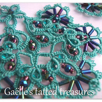 Tatted lace earrings 'Popsicle toes' in turquoise, original design Gaëlle, handmade customizable earrings, original hand tatted earrings