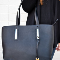 Manhattan Classic Black Shoulder Bag
