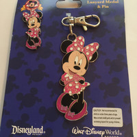 Disney Parks Minnie Mouse Lanyad Medal / Pin New with Card