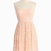 glowing emblem lacy strapless dress in pink